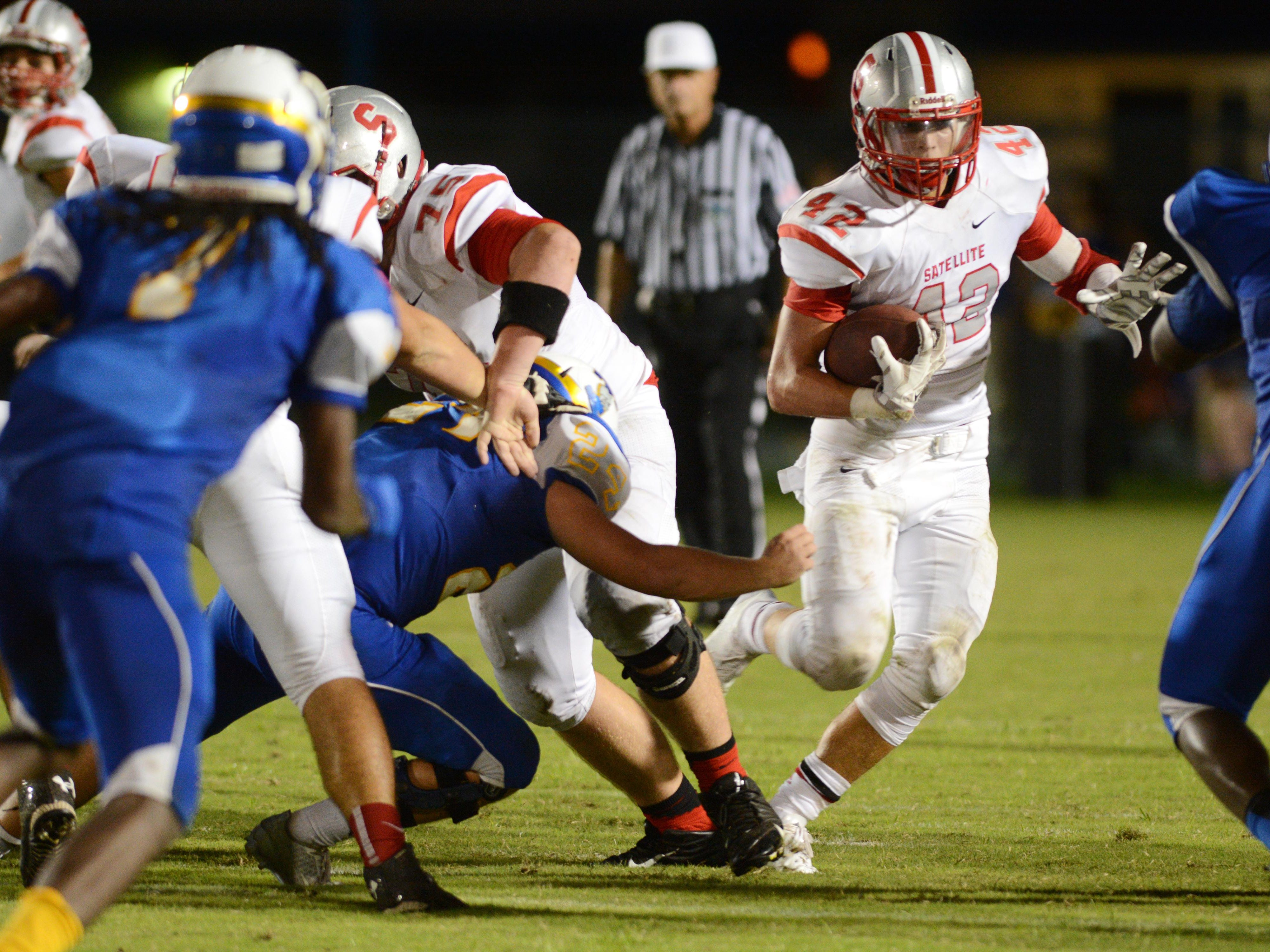 Zach Switzer of Satellite (42) breaks into the open during last week's game in Titusville.