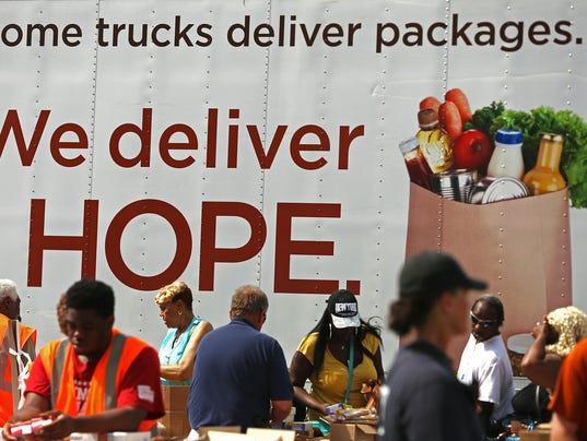 635921903186992121-03-Mobile-food-pantry.JPG