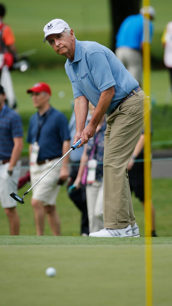 Kentucky Gov. Steve Beshear watches his putt on the