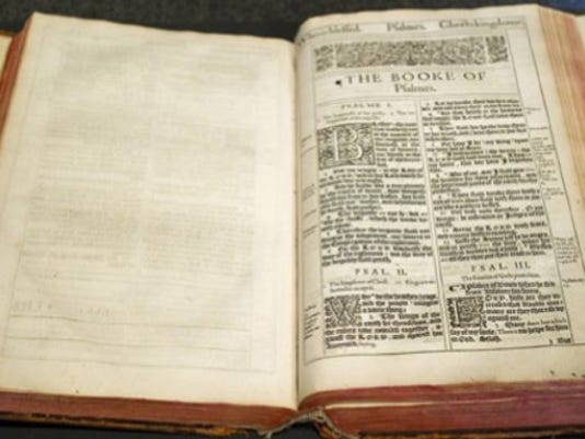 bible_crop_4482274_ver1.0_640_480.jpg