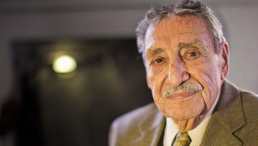 A los 98, fallece Raul H. Castro, el primer gobernador latino en Arizona.