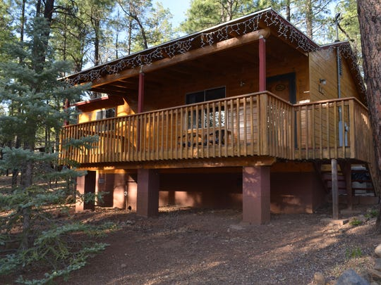The deluxe spa cabins at Whispering Pines are furnished with whirlpool tubs and fireplaces.