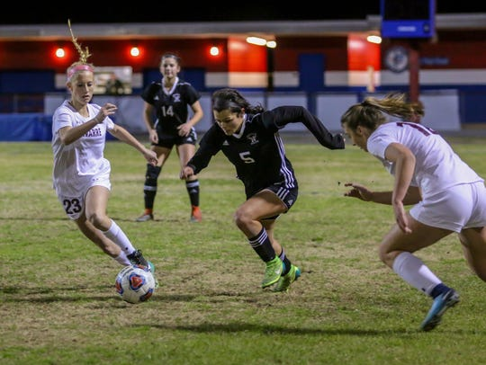 Niceville's Ashley Frank (5) moves the ball between