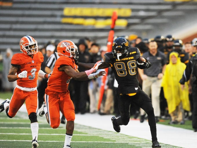 Southern Mississippi wide receiver Mike Thomas runs
