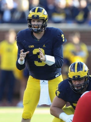 Wilton Speight runs the Michigan offense against Maryland on Nov. 5, 2016 at Michigan Stadium.