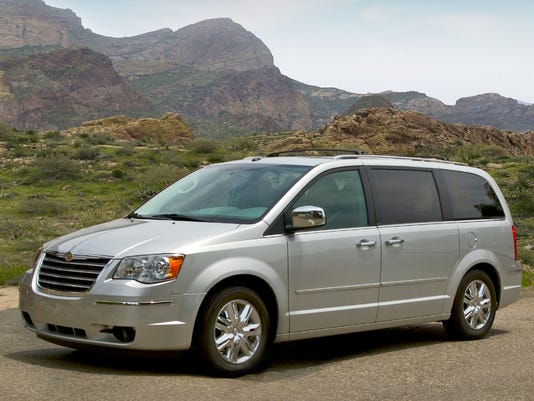 Ap Behind The Wheel 2009 Chrysler Town Country A Usa