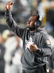 Vanderbilt head coach Derek Mason motions to his players during the second half of their game against Kentucky at Vanderbilt Stadium Saturday, Nov. 11, 2017 in Nashville, Tenn.