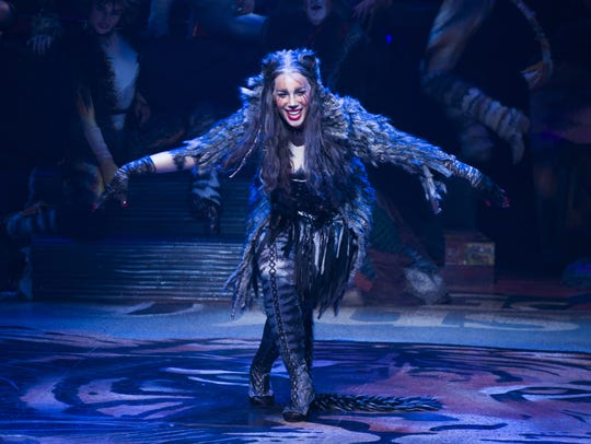 """Leona Lewis takes her curtain call during """"Cats"""" Broadway"""