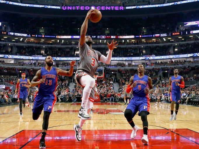 Chicago Bulls' Dwyane Wade (3) scores past Detroit