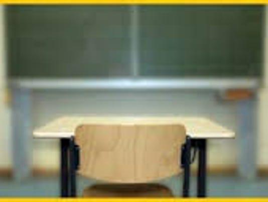 635621194297728602-empty-desk