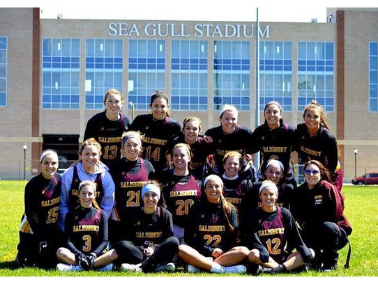 The 2016 women's lacrosse team poses in front of Sea