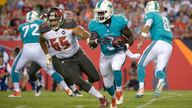 Former Ensworth running back Orleans Darkwa has been signed by the Giants off the Dolphins practice squad.
