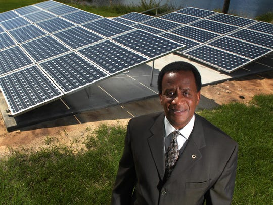 In 2008, Florida Gulf Coast University President Wilson Bradshaw announced the school's choice to build a solar power field.