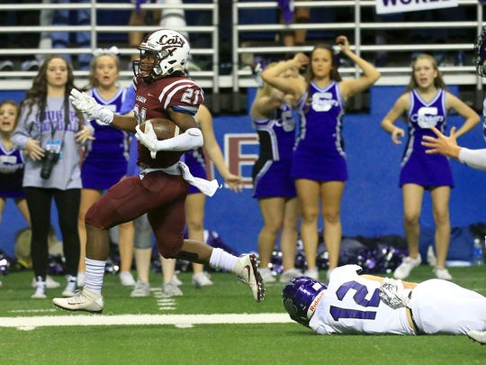 Calallen's Philip Lively runs past College Station players during the Class 5A Division II state semifinal Friday, Dec. 9, 2016, at the Alamodome in San Antonio.