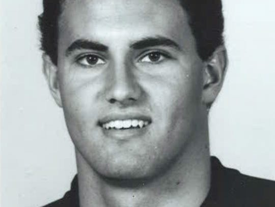 Name this Iowa Hawkeyes football player from 1988.