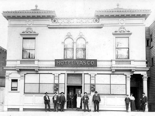 "Basque hotel named ""Hotel Vasco"" in San Francisco, California. Among the men in front of the hotel is Bernardo Altube (with white beard)."