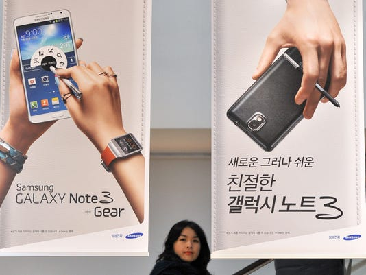 Samsung profit falls for first time since 2011