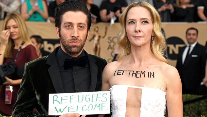 'Florence Foster Jenkins' star Simon Helberg and wife Jocelyn Towne took their activism onto the SAG Awards red carpet.