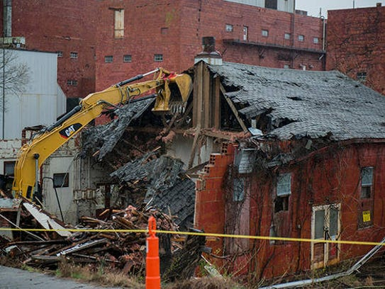 Crews take down Building 9743-2 at the Y-12 National
