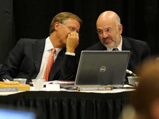 Gov. Bill Haslam, left, talks with UT President Joe DiPietro during a board of trustees meeting in 2012.