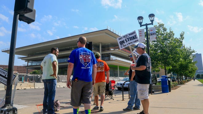 The Sheet Metal Workers Local 45 strikes outside of the new Downtown Des Moines Kum & Go headquarters Tuesday, July 10, 2018.