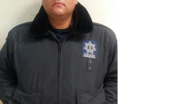 A Juárez officer, identified only as Alan Rodolfo C.T., was arrested on charges of theft and concealment of evidence.