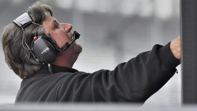 Team owner Michael Andretti directs practice from the pit box on Fast Friday, May 20, 2016 at Indianapolis Motor Speedway.