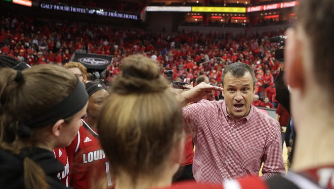 Louisville coach Jeff Walz spoke with his team at center court after defeating second ranked Notre Dame. Jan. 11, 2018.