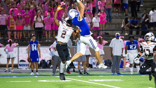 Oconee County's Jake Johnson (9) makes a leaping catch during a game between the Oconee County Warriors and the Hart County Bulldogs at Oconee County High School in Watkinsville, Ga., on Friday, Oct. 23, 2020. Oconee County beat Hart County 30-7.