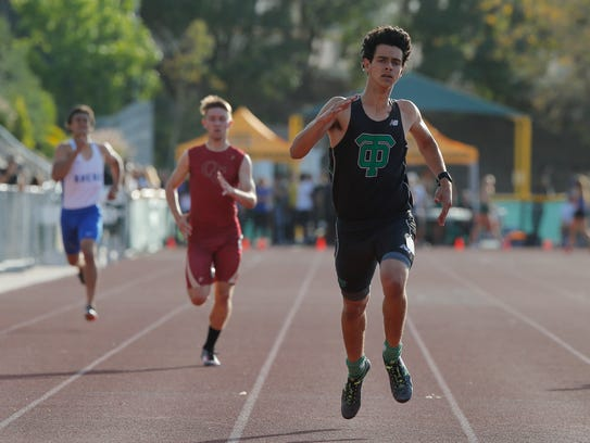 Thousand Oaks High's Miles Zoltak runs to victory in