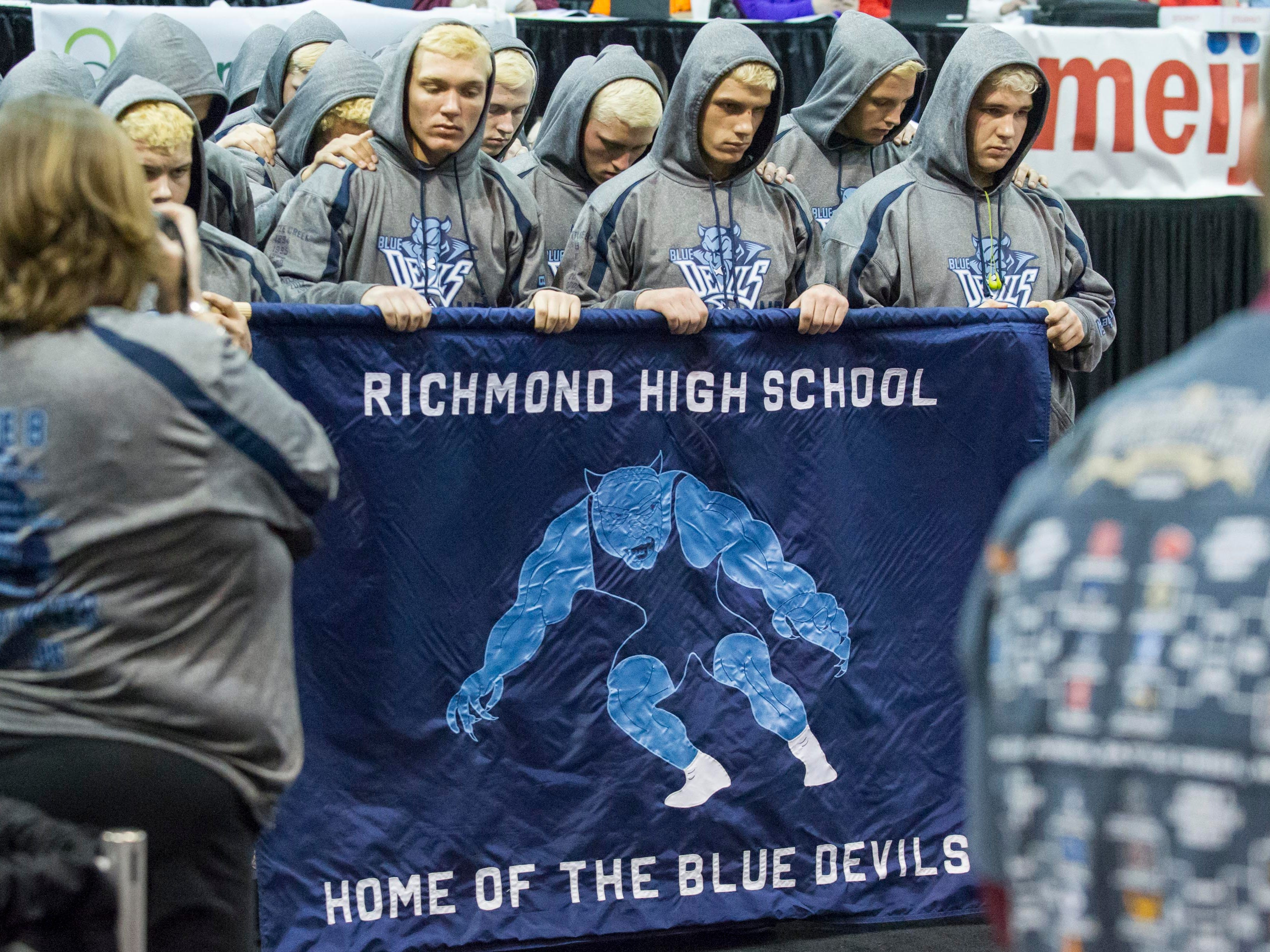 Richmond Varsity Wrestling team prior to the Division 3 State Championship Final against Dundee.