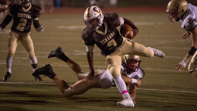 Central's Tor'Jon Evans (9) breaks a Mater Dei tackle for a touchdown at Central Stadium Friday night.