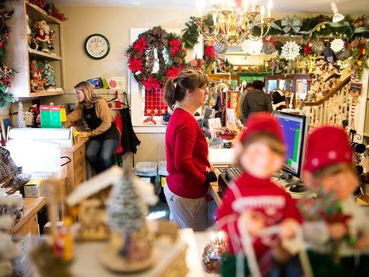 636174700708493595-ChristmasStore-002.jpg