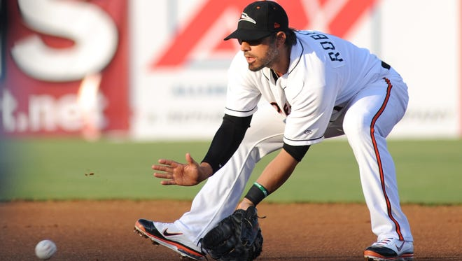 052912-SBirdRoberts-Baltimore Oriolesd Brian Roberts fields a grounder at second during the first inning with the Shorebirds Tuesday against the Hickory Crawdads..