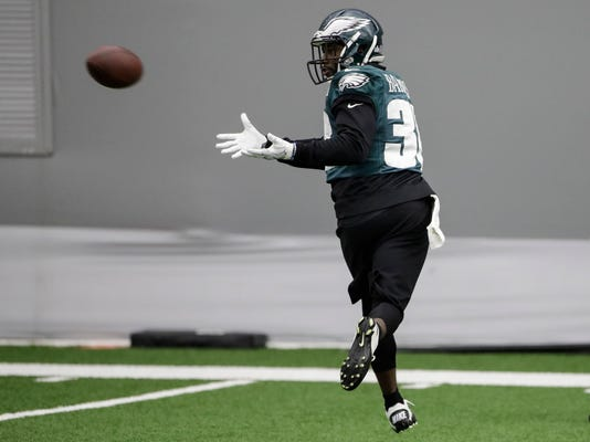 Philadelphia Eagles' Kenjon Barner catches a pass during practice at the team's NFL football training facility in Philadelphia, Friday, Jan. 26, 2018. The Eagles face the New England Patriots in Super Bowl 52 on Sunday, Feb. 4, in Minneapolis. (AP Photo/Matt Rourke)