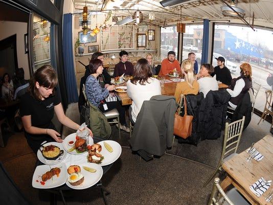 Outdoor-Dinning-07.JPG