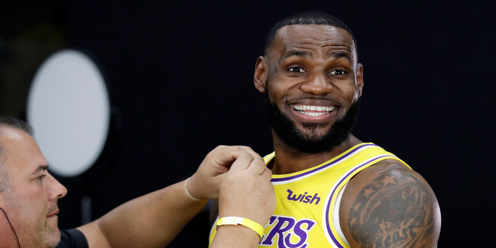 a273f783282 NBA fans already had memes for new-look Lakers