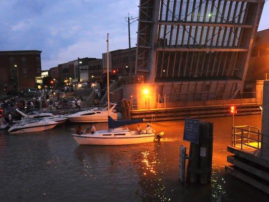 -0725 Boat Night0388.JPG_20090724.jpg