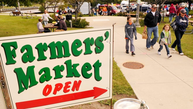 Manitowoc Farmers Market sign