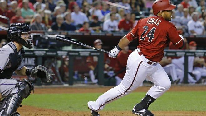 Arizona Diamondbacks' Yasmany Tomas (24) hits a two-run single in the 5th inning  on April 29, 2015 in Phoenix.