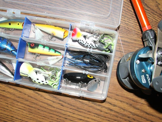Lure and rod