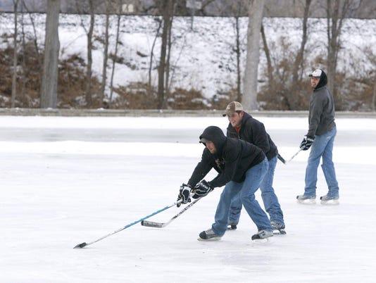 skatingGibsonPond