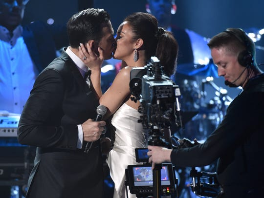 Cheyenne Jackson and Alexandra Silber kiss after their