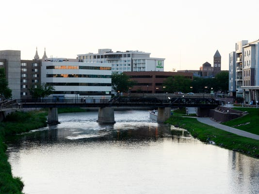 downtown sioux falls big sioux river border history