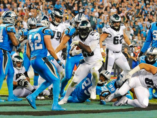 Eagles LeGarrette Blount (29) runs for a 2-point conversion against the Carolina Panthers in the second half Thursday night.