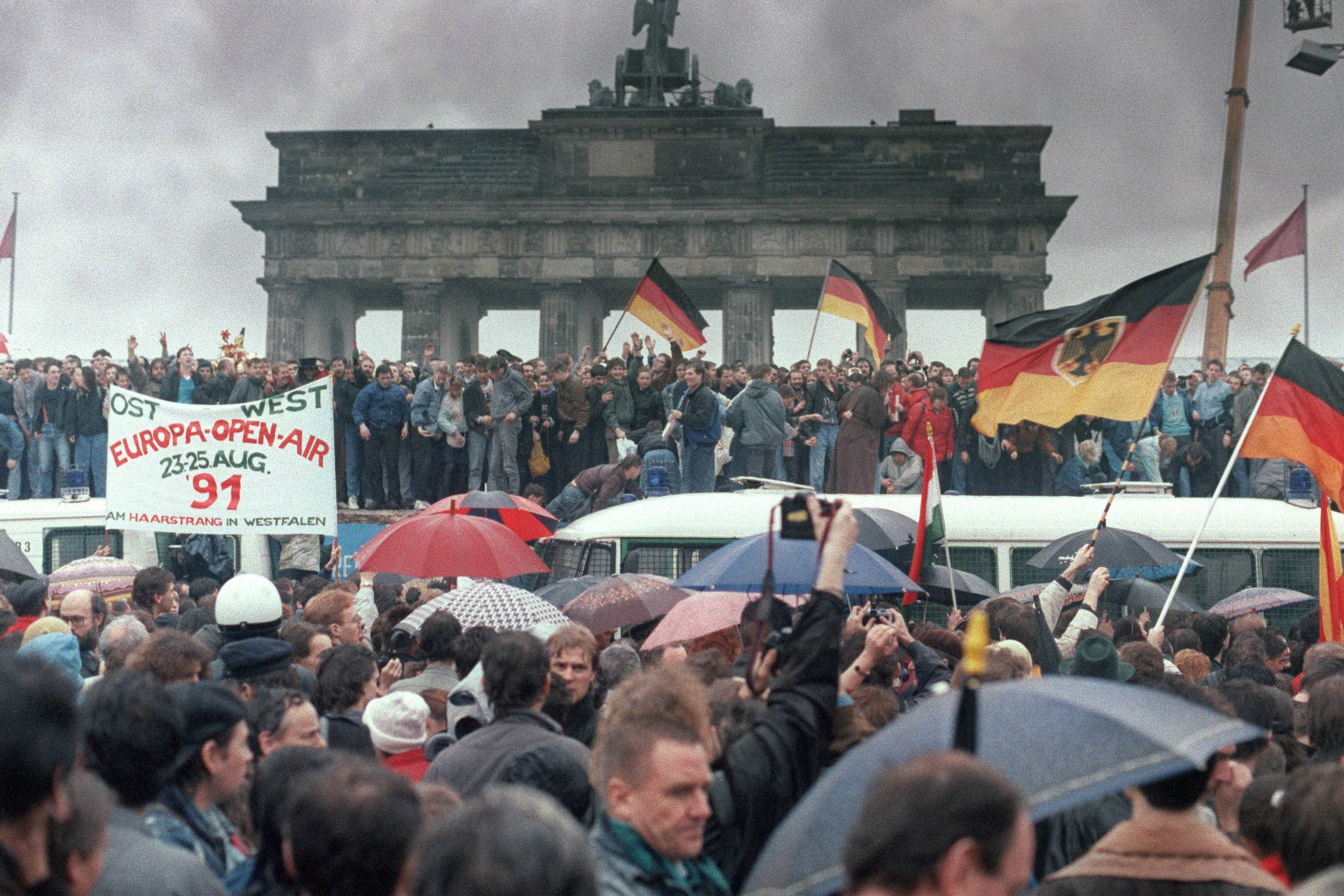 10 little-known facts about the Berlin Wall 95
