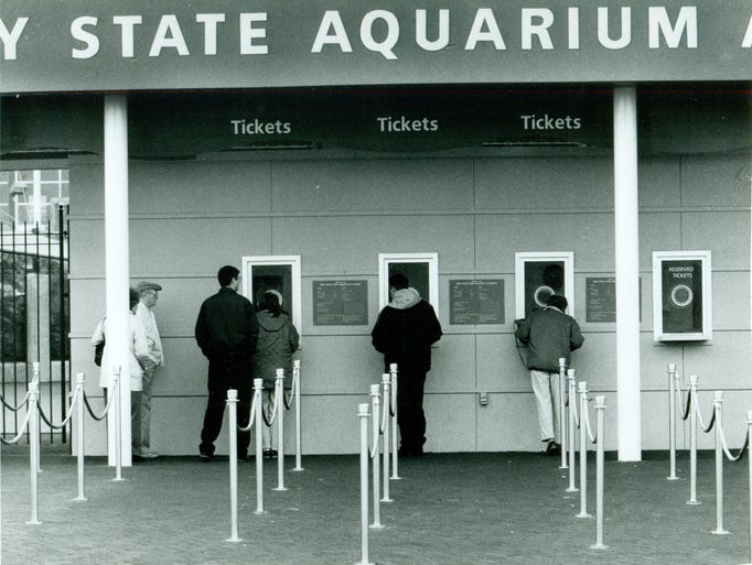 Vintage Photos Of The Camden Aquarium And Its Residents