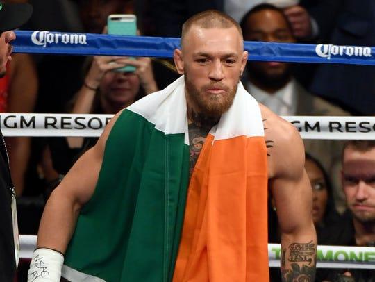 Conor McGregor fue derrotado por Floyd Mayweather en un combate de boxeo.