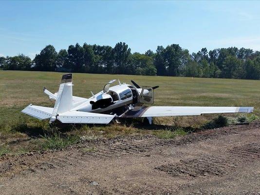 635784404267040900-plane