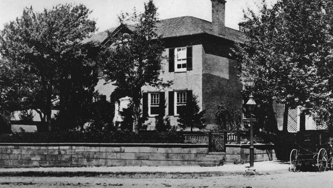 This undated photo of the Ewing House appears to be the one used by the Spode Company in England for a set of plates. Note that in this early photo there were steps at the corner.